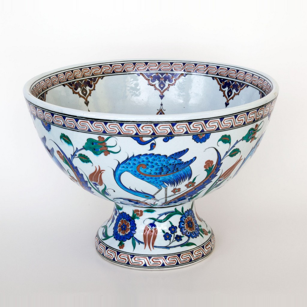 Basin on high foot with and floral pattern bird figure ;30;44;;; -