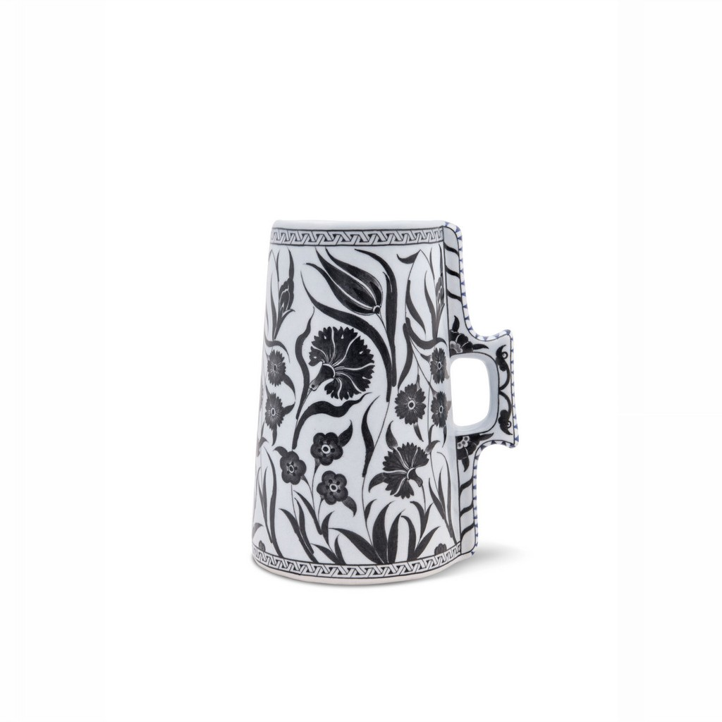 Cylindrical tankard with floral pattern ;; - BLACK & WHITE
