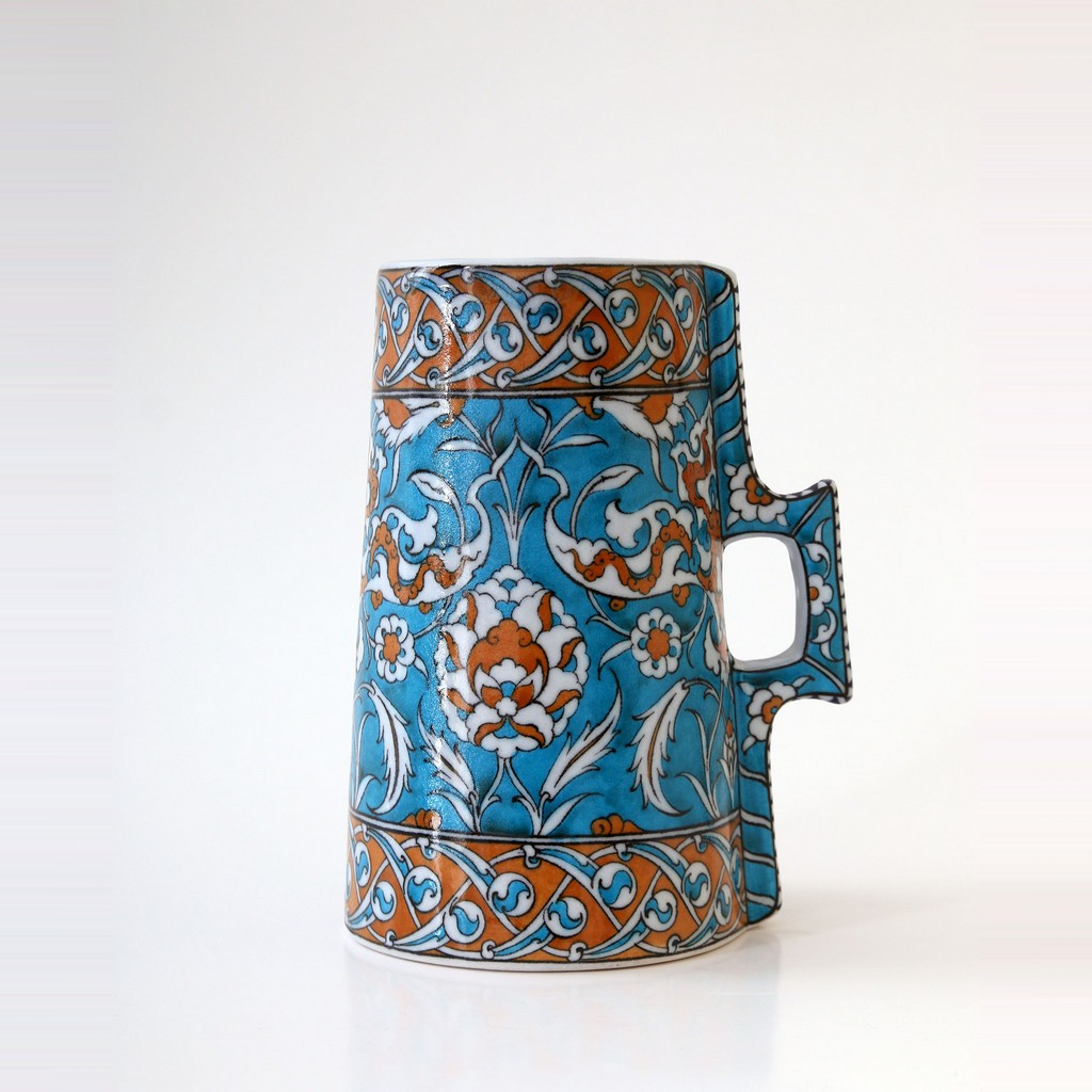 Cylindrical tankard with hatai and rumi pattern ;23;12 - FLORAL