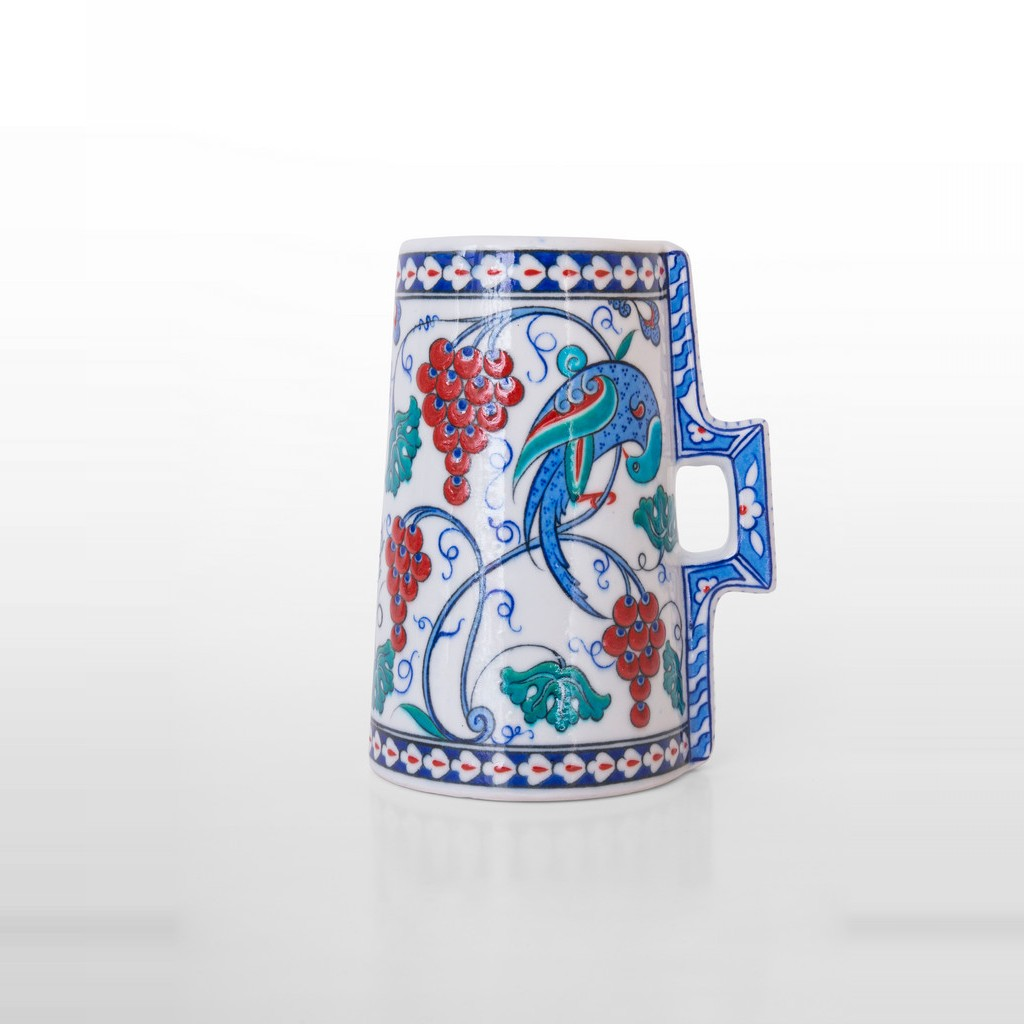 Cylindrical tankard with vine and bird figure ;23;17 - DECORATIVE ITEM & OBJECTS