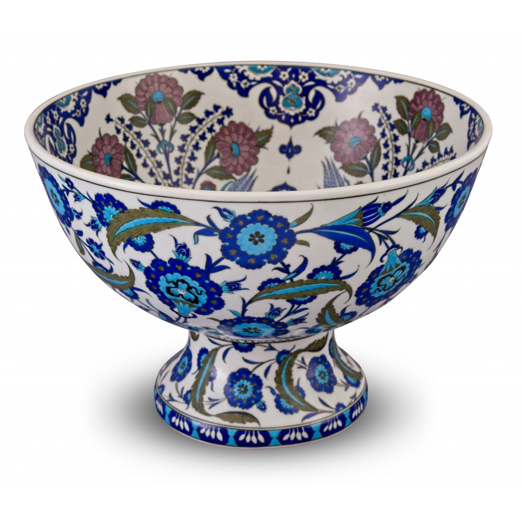 Footed bowl with floral pattern ;30;43;;; - FLORAL