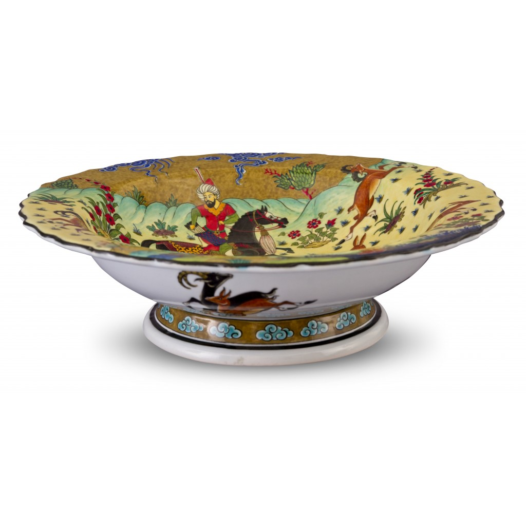 Footed bowl with miniature scene ;12;41;;; - BOWL