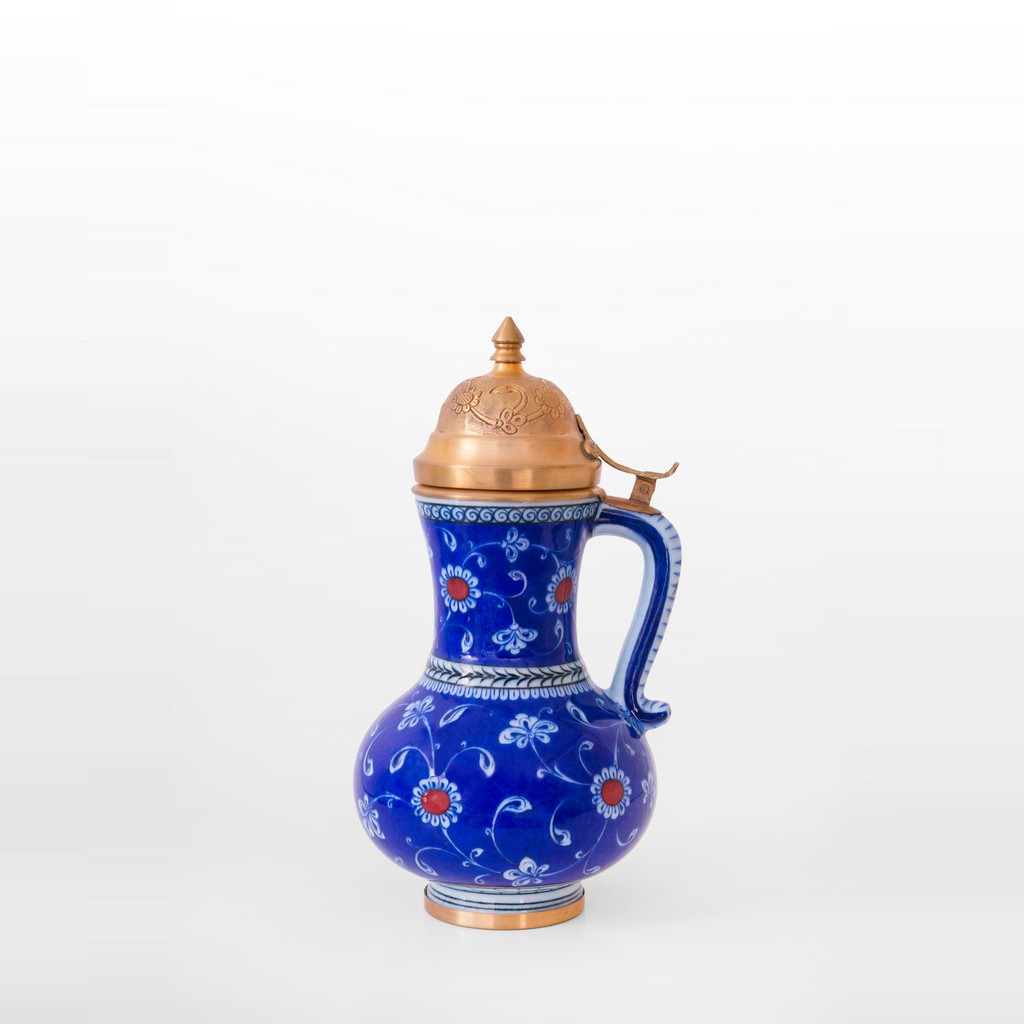 Jug with floral pattern and gold plated domed cover ;33;17 - JUG