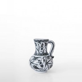 BLACK & WHITE Jug with tulips ;23;27