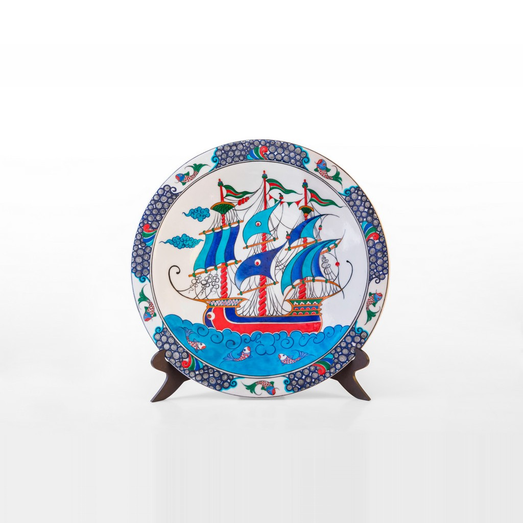 Plate with boat figure ;;42 - PLATE