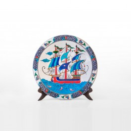 FIGURE & FIGURINE Plate with boat figure ;;42