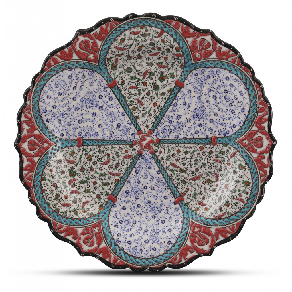 Plate with floral and Golden Horn patterns ;;30;;; - PLATE