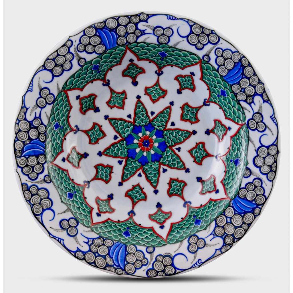 Plate with floral pattern ;;30;;; - GEOMETRIC