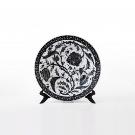 BLACK & WHITE Plate with floral pattern ;;41