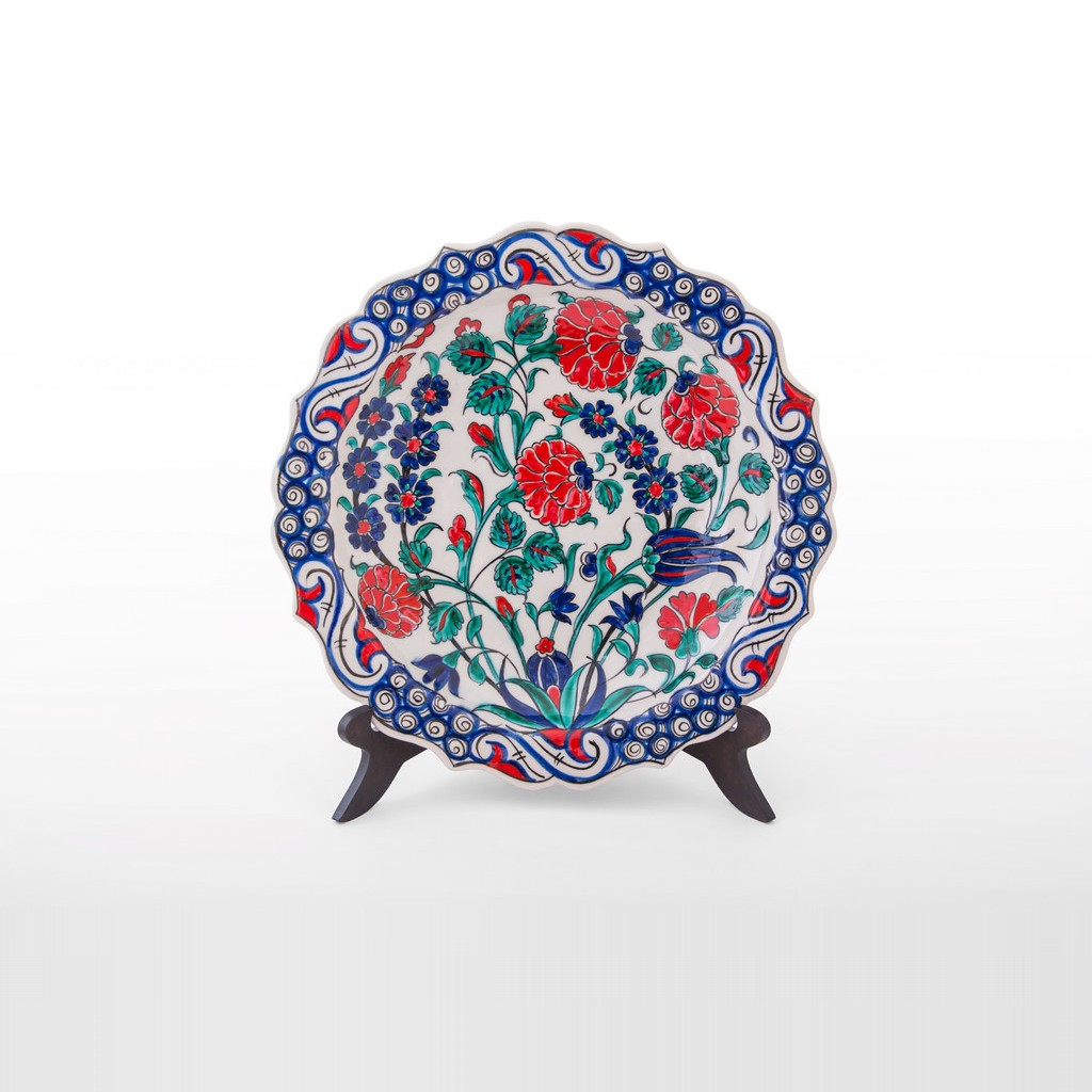 Plate with flower and foliate rim ;;27 - FLORAL