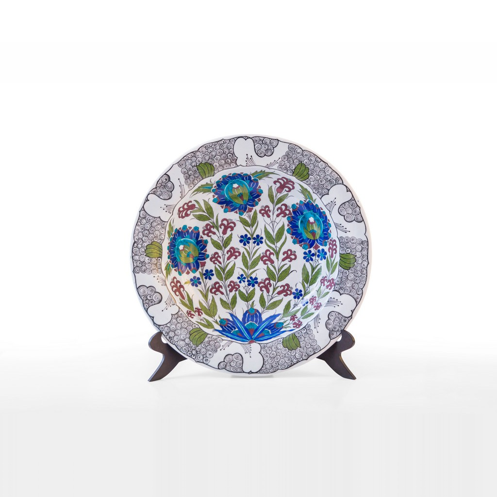 Plate with lotus flowers and rim with scrolls ;;41 - FLORAL