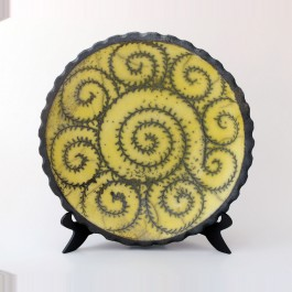 GEOMETRIC Plate with scroll pattern ;;38