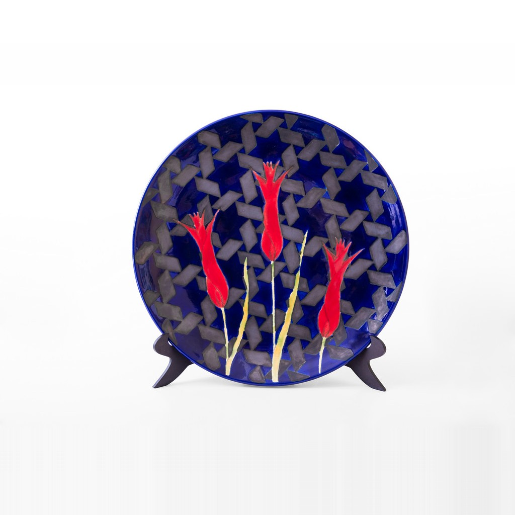 Plate with tulips on geometric star pattern ;;40 - PLATE