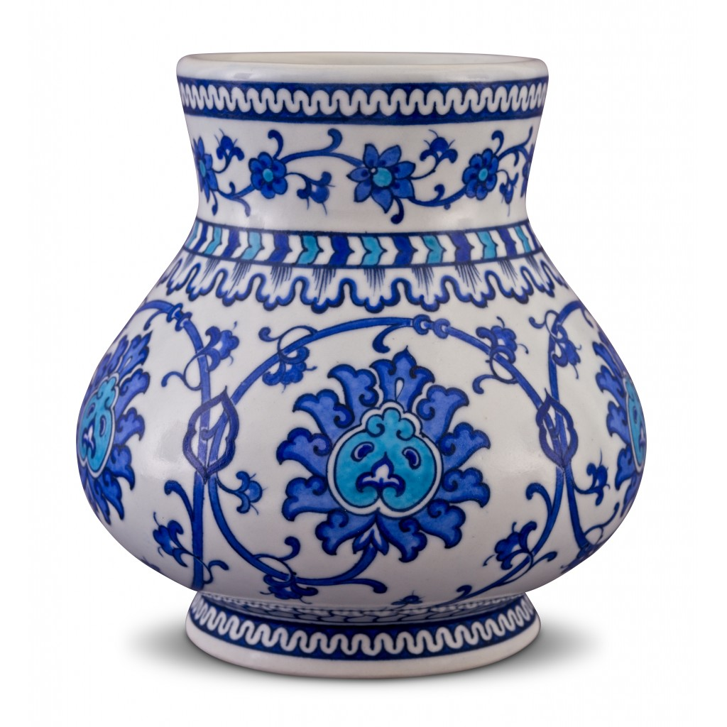 Vase with floral pattern ;21;19;;; - BLUE & WHITE