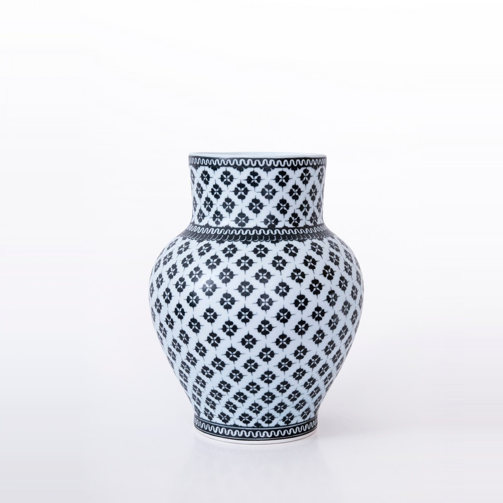 Vase with geometrical pattern ;32;23 - CONTEMPORARY