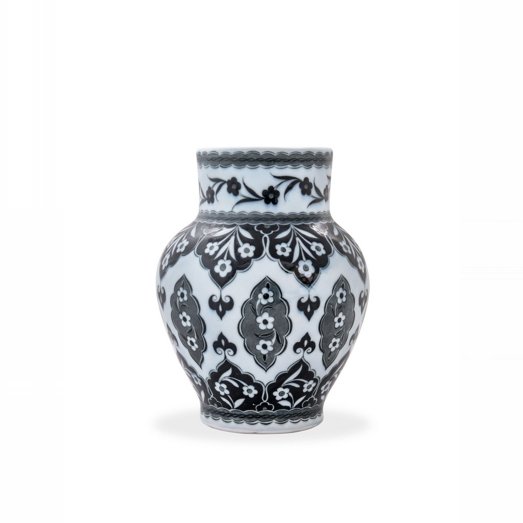 Vase with hatai pattern ;; - BLACK & WHITE